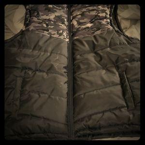 Marc ecko 3x puffy vest w/ detachable hood blk/gry